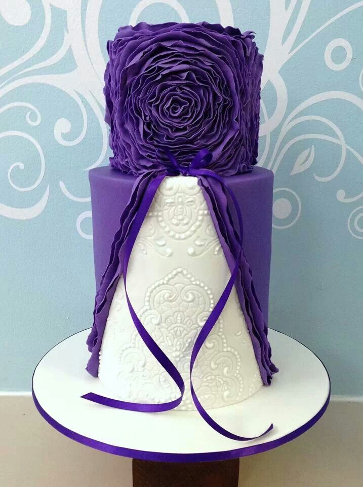 Fondant Wedding Cake... Personalized Cake serving sets... | http://thevineyard.carlsoncraft.com