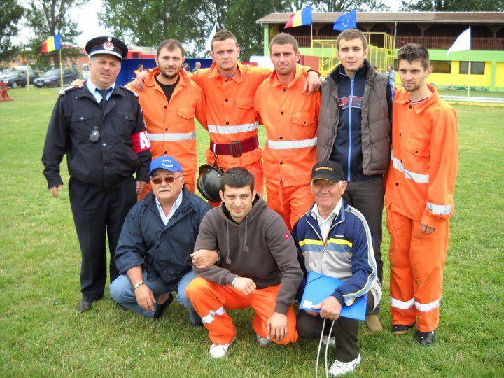 Poza de grup cu lotul S.C.Giroceana SA Giroc care a obținut locul 1 la etapa jud a concursurilor profesionale pe jud. Timis - 2010