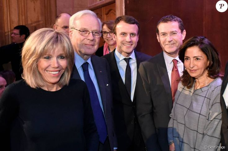 Emmanuel Macron ( milieu ) et sa femme Brigitte Trogneux ( extrême gauche ), le Baron David de Rothschild ( 2ème gauche ), le Ministre Plénipotentiaire de l'Amb...