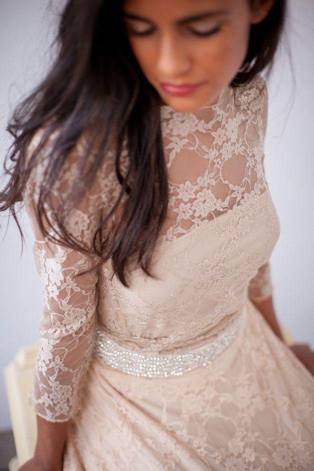 Vestidos de novia - Vestido de novia con mangas, encaje dorado - hecho a mano por Mimetik_Bcn en DaWanda