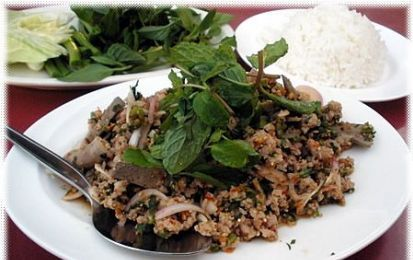 Insalata di carne tritata (Laab, o Larb o Laap) - Un saporito e profumato piatto thailandese, l'insalata di carne tritata, potremmo dire che e' la versione thailandese della tartare, ma qui la carne viene cotta visto che si tratta di maiale