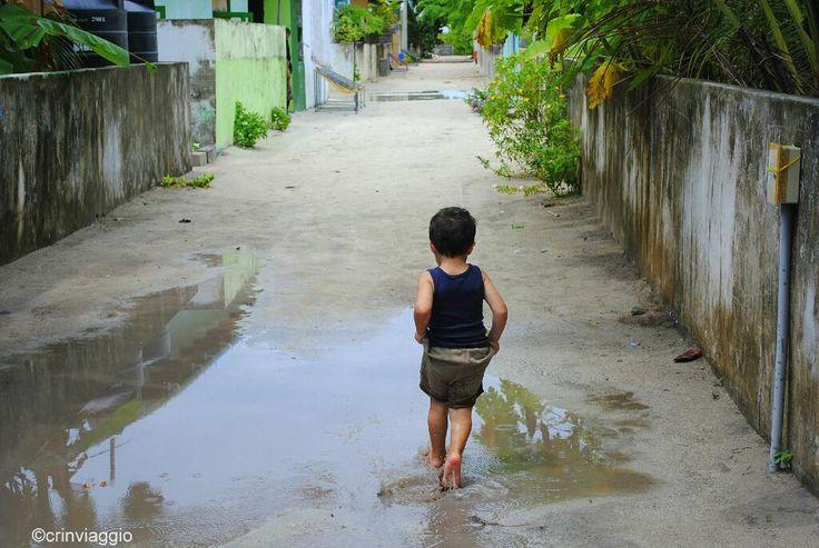 #stradedelmondo una strada di #Keyodhoo, un villaggio di Pescatori alle Maldive, dopo la pioggia © @crinviaggio (meravigliosa!)