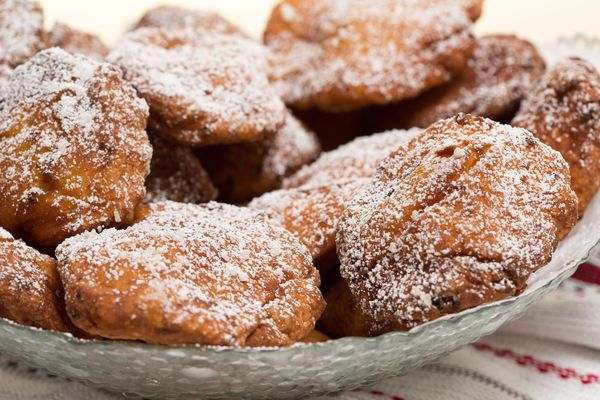Welcome The Weekend With These Sweet Fritters!!