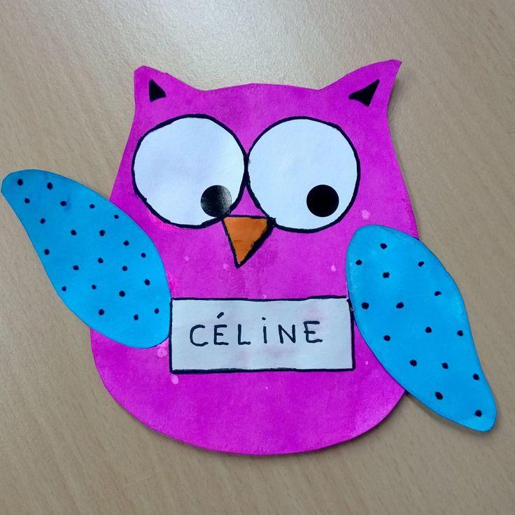 Nos porte manteaux de cette année, chaque enfant choisit ses couleurs et son motif sur les ailes. Faits à l'encre et gommettes pour les pupilles.