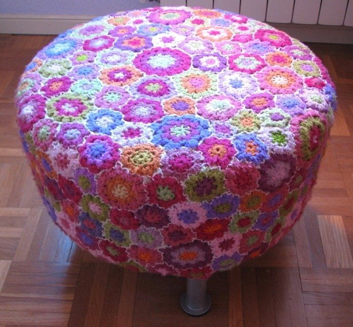 cool flower crochet cover for an ottoman...who do I know that can crochet?? - Love this!! Would be great for the ottoman in Brenna's room THAT IS NEAT!!! THE FLOWERS ARE EASY TO CROCHET!!! MOM XO