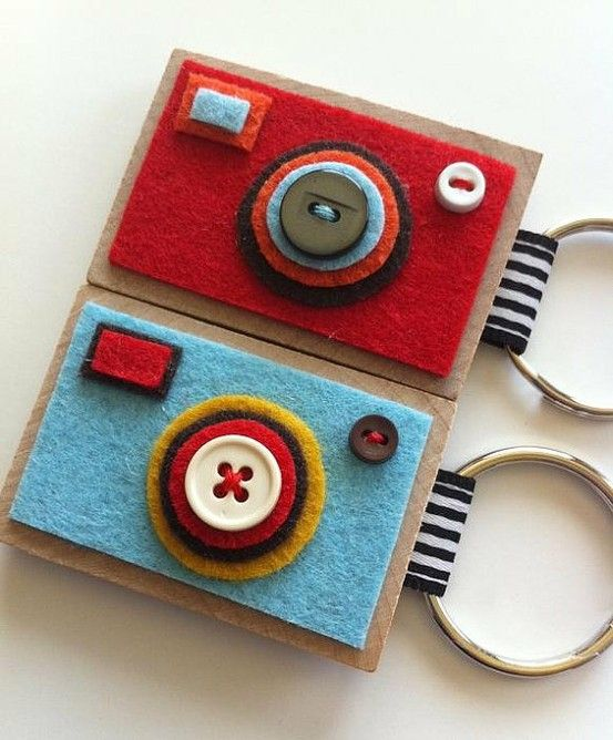Homemade gift ideas, including these camera key chains, made with felt and cardboard, buttons and yarn!