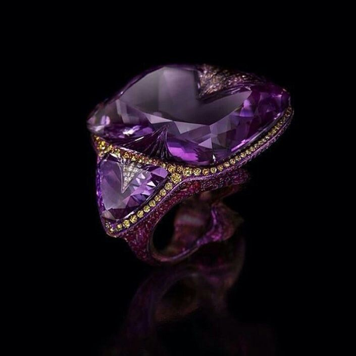 Wallace Chan is apparently the most expensive jeweller in the world. Art connoisseurs are eager to pay a fortune for his jewellery masterpieces. @wallacechanart  Stunning ring with an impressive amethyst( ultraviolet-Pantone color of the year) with two triangular cut amethysts are delicately mounted in titanium