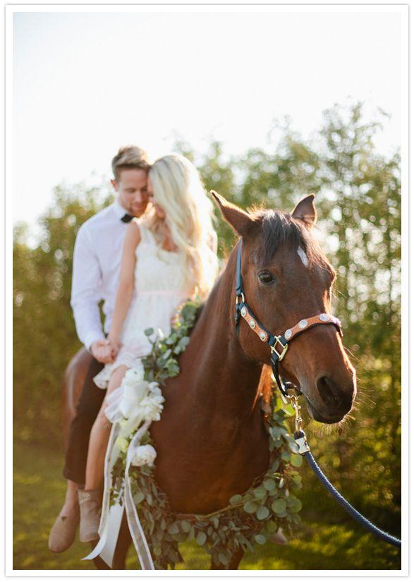 Puedes usarlos como medio de transporte y llegar a la ceremonia montados sobre él, como por ejemplo en un bello caballo.