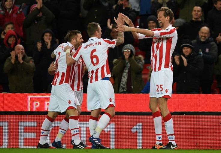 Crouch chalks up century in Stoke draw   Stoke-on-Trent (United Kingdom) (AFP)  Peter Crouch netted his 100th Premier League goal as Stoke City checked Evertons recent resurgence in Wednesdays 1-1 draw.  The former England striker became the 26th player to reach the milestone after opening the scoring for Mark Hughes hosts with seven minutes played.  But Seamus Colemans cross was diverted into his own net by Stoke captain Ryan Shawcross shortly before half-time as Everton extended their…