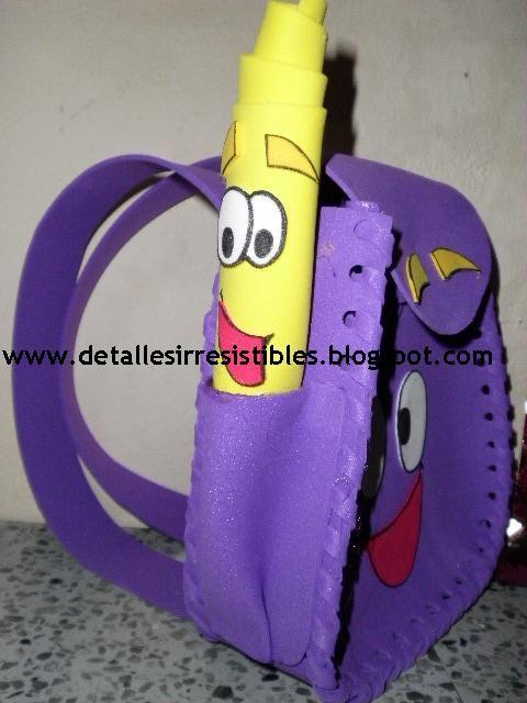Mochila de Dora la Exploradora en goma eva. Son muy utilizadas para dulceros o golosineros en fiestas infantiles.