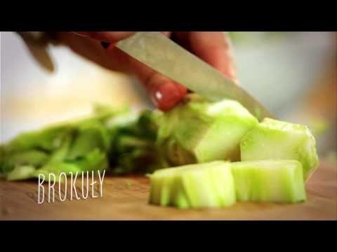 Przełamanie delikatnego smaku odrobiną pikanterii zawsze zdaje egzamin.   https://www.maxkuchnie.pl/przepisy/zupy/krem-brokulowy-z-pikantnymi-rozyczkami-z-kalafiorow-444.html