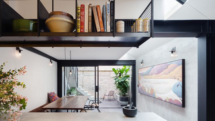 Breathe Architecture create privacy for this inner-city Sydney terrace. Photography by Katherine Lu.