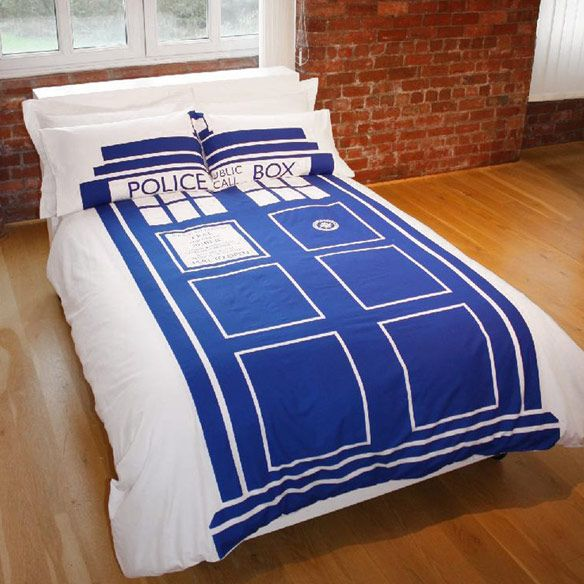 Doctor Who Tardis Duvet Set<<< this is the best thing ever omg the tardis now aka your BED. Get in it and go to different worlds, any where you want! Back in time, the future OMGGG
