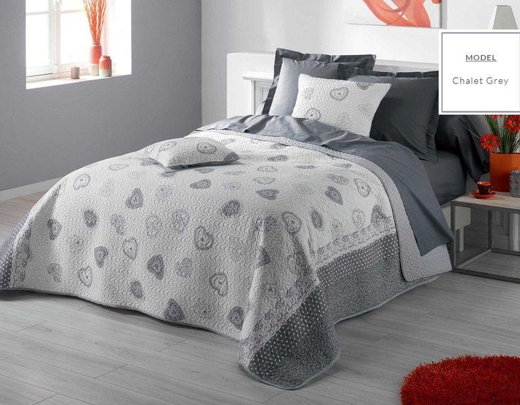 Pikowana narzuta do sypialni szara w serduszka