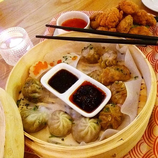 Delicious Late Lunch Eatrestaurant In Moodstockholm Chinese Steamed Dumplings And Fried Chicken Chinese Steamed Dumplings Steamed Dumplings Fried Chicken