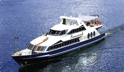 Motor yacht on Dnipro River #kievstagdo #yacht