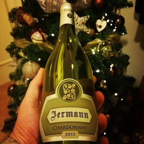 Un bianco di alto livello questo #chardonnay #Jermann, dal profumo intenso e fruttato e dal sapore leggermente aromatico. Che ne dite, lo apriamo? http://www.075winestore.com/vini/chardonnay-venezia-giulia-jermann.html