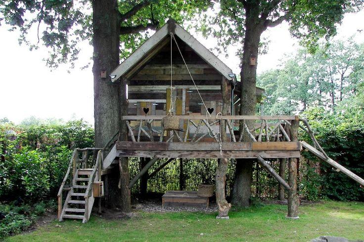 little house for the kids....boomhut van HamerenHark.nl