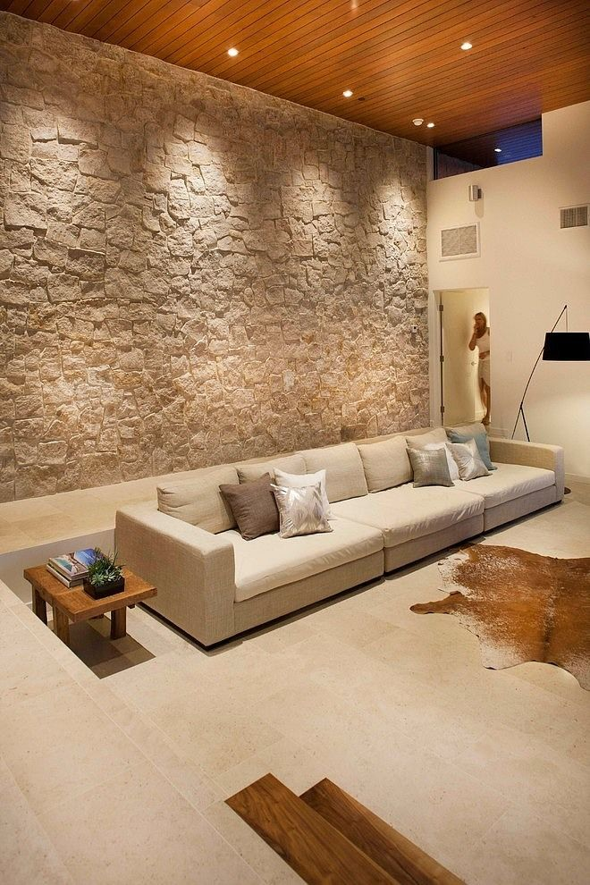 Paredes altas y de piedra Lahaye Residence by Nakhshab Development and Design
