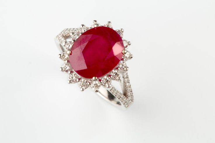 15%off 5.62CT Ruby & Diamonds 18K Halo Solid Gold Elegant
