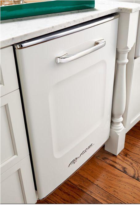 Beautiful White Retro Dishwasher! Big Chill are on a mission to make the refrigerator more stylish. Bold, innovative and modern made American classics. #Retro #Kitchen