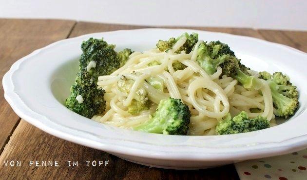 Spaghetti mit Brokkoli und Weißwein-Käse-Sauce