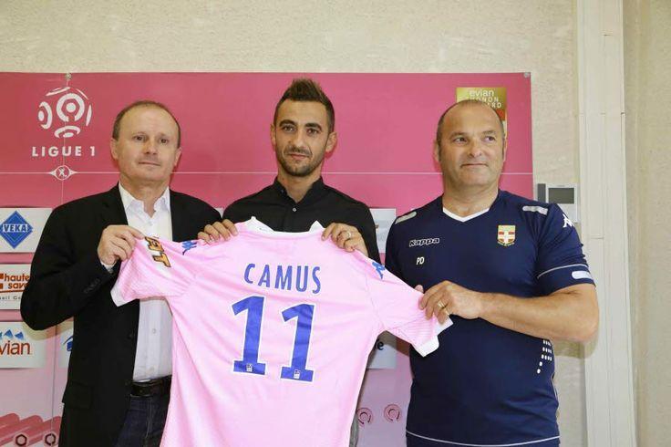 Fabien Camus a été présenté à la presse par le président Joël Lopez et le manager général Pascal Dupraz. Le DL/Norbert FALCO