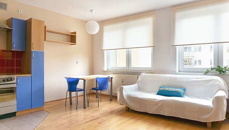 Ekonomiczny home staging mieszkania 44m2, do wynajęcia na Al. KEN w Warszawie. Budżet wykorzystany do tej zmiany to zaledwie 300 PLN! Wystarczyło zmienić nieco ustawienie mebli, zmienić niepasujący kolor kanapy za pomocą narzuty i uprzątnąć niepotrzebne rzeczy :)