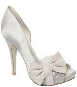 Budget Bridal Shoes: Moda in Pelle's 'Imogen' in champagne satin >> Shoeperwoman