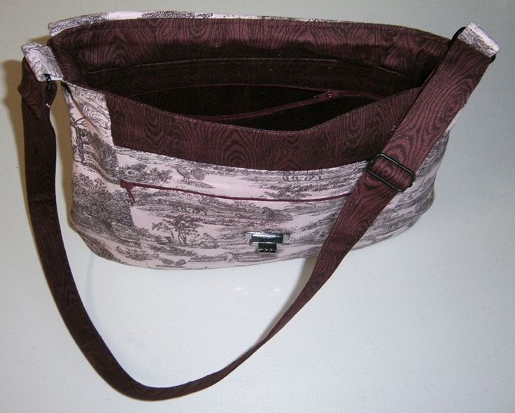 Kentucky bag (interior view).  Design by Numb-Skull Patterns - https://www.numbskullpatterns.com/, and tested by me, The Pattern Tester - www.thepatterntester.com.