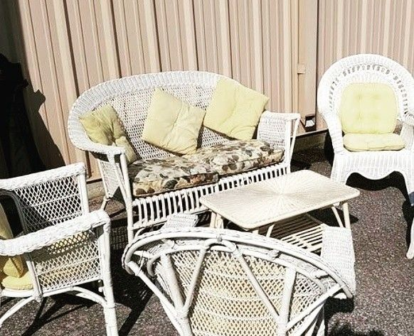 Lovely wicker set..featured in our current online auction https://auction.blackpearlemporium.ca/m/#/auction/40/item/6-piece-white-wicker-set-cushions-1244 #collingwood #shoplocal #furniture #antiques #patiofurniture #summer #homefurnishings #homedecor #bargains #onlineauction