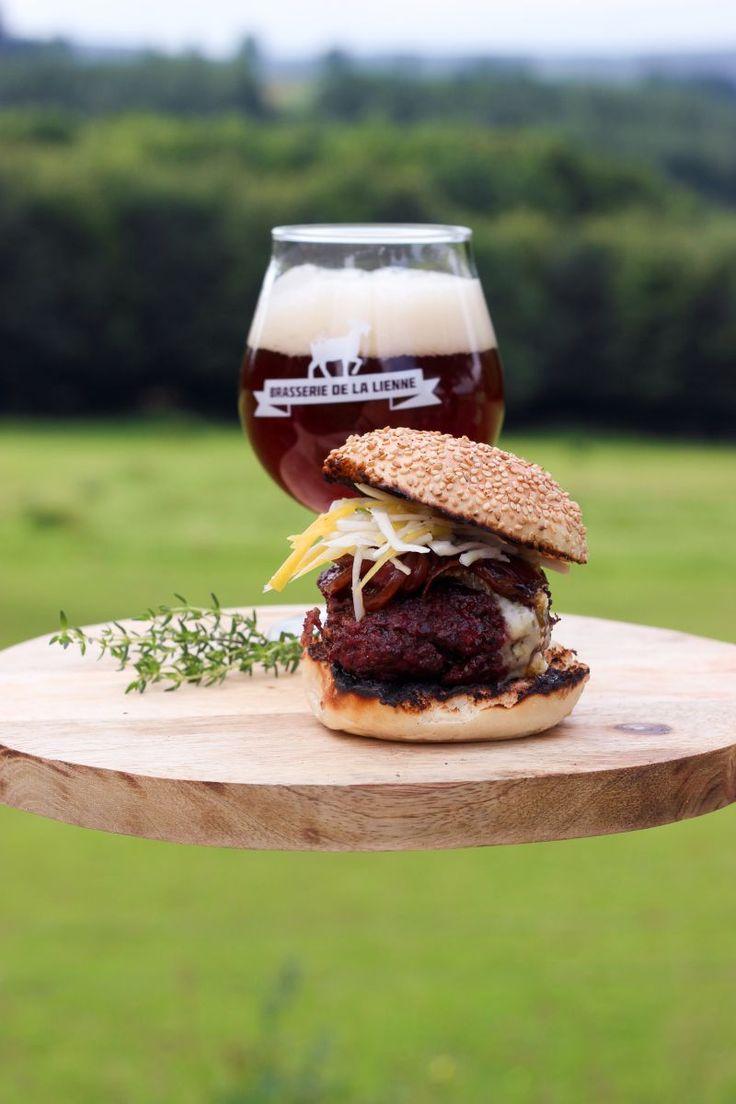 """Het lekkerste recept voor """"Hamburger met blauwe kaas en bruin bier"""" vind je bij njam! Ontdek nu meer dan duizenden smakelijke njam!-recepten voor alledaags kookplezier!"""