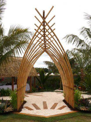 Entrada de bambu , benza-o Deus!