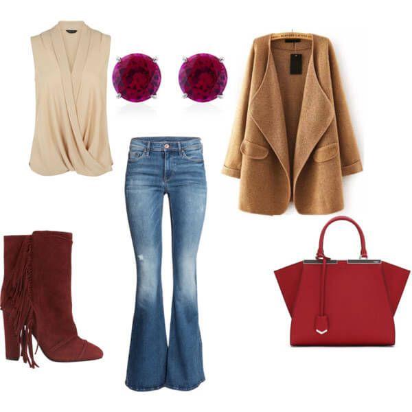 бордовые ботильоны с бахромой, джинсы-клеш, бежевая блуза и удлиненный коричневый кардиган