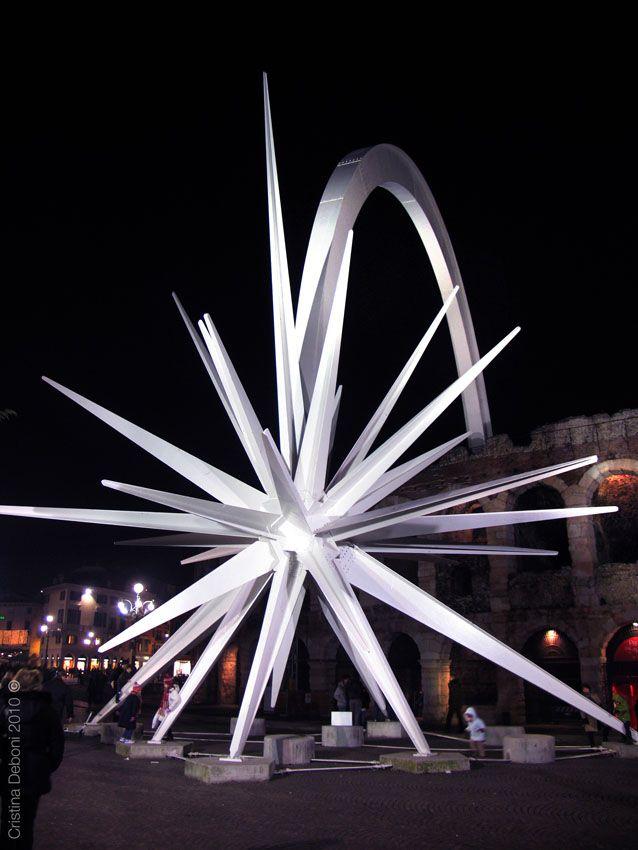ESPLORANDO Verona e dintorni, arte e natura: Stella di Natale, simbolo di Verona e pace nel mondo. Christmas star, symbol of Verona and world peace.