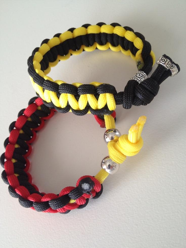 Ett paracord-armband i Lule & Saik färgerna.