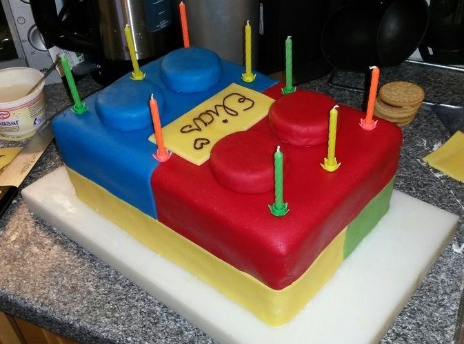 Makerist - Regenbogen Lego Torte :) - Torten, Cake Pops und Cupcakes - 2