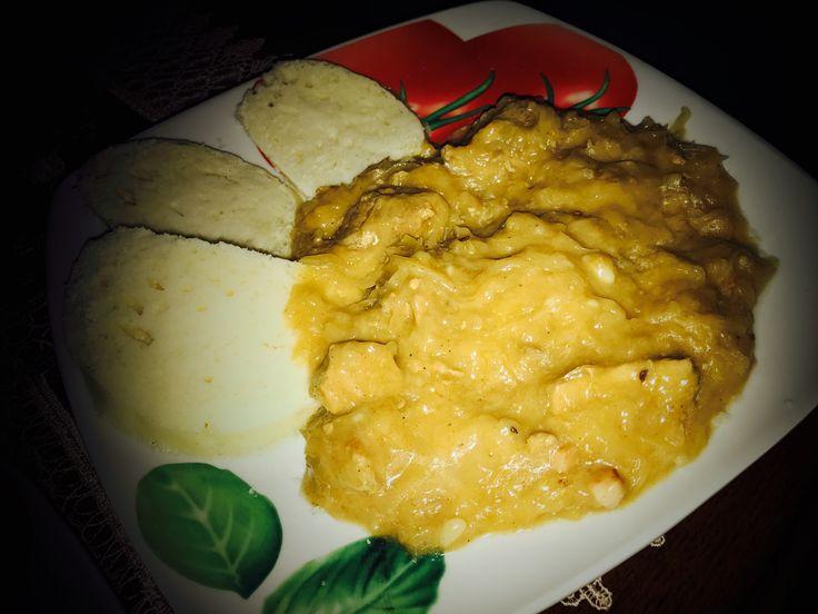 Segedínský guláš je velmi známý. Připravuje se z vepřového masa, kdy nejčastěji se používá libový bůček či plecko. Jelikož i kysané zelí je velmi zdravé, připravte si tento výborný guláš. Jako přílohu si dopřejte houskový knedlík, ale i s čerstvým chlebem je opravdu výborný. Segedínský guláš neodmyslitelně patří do našich kuchyní. Tak s chutí do toho.