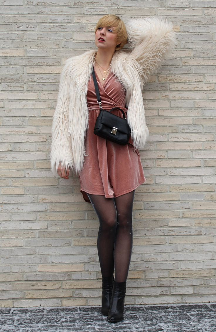 #disco #samt #velvet #fur #jacket #boots #ankle #leather #black #blush #rosa #pink #pale #picard #pepe #jeans #draping #fashion #look #style #outfit #woman #women #girls #evening #party #runway #glitter #tights #felljacke #samtkleid #dress