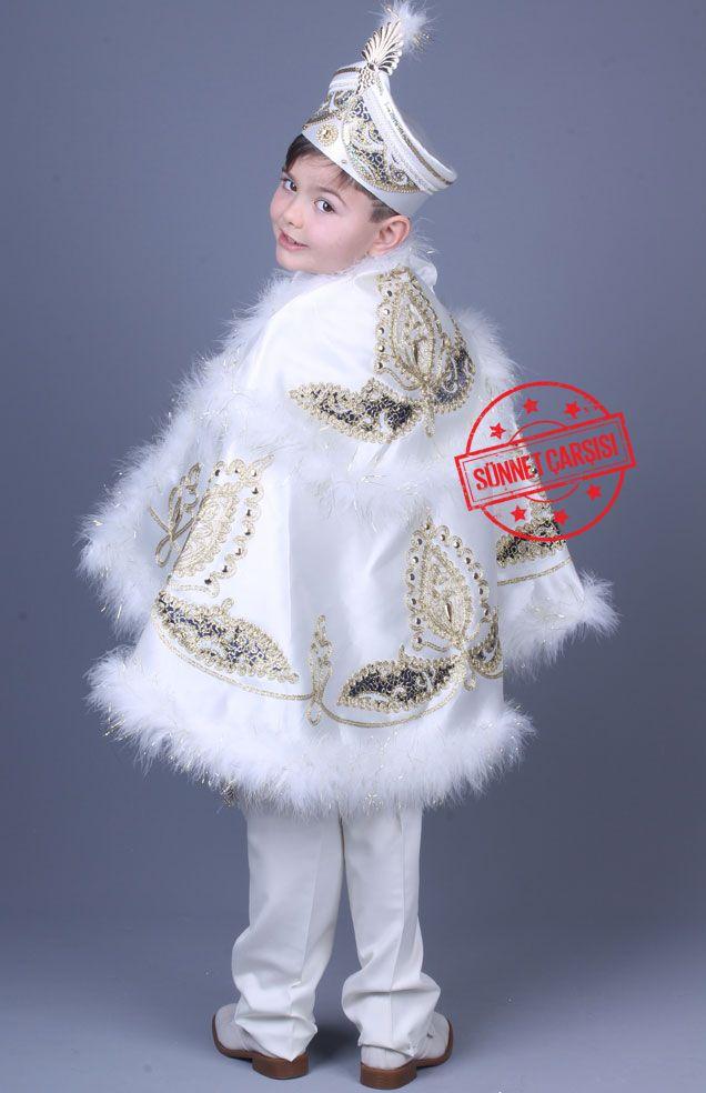 Yağız Krem Lacivert Pelerinli Sünnet Elbisesi Bu pelerinli sünnet kıyafetleri toplam 9 parçadan oluşmaktadır. Şu anda sünnet kıyafetlerimizin fiyatları %50 indirimdedir. Bu sünnet kıyafeti üzerindeki nakışlar tamamen el emeği ile yapılmıştır. Kullanılan taşlar ithal taşlar olup kaliteli yapıştırıcılar ile yapıştırılmıştır. Temizlerken dikkat edilmesi gereken husus, pelerin üzerine ılık su ile sabunlu bir şekilde kirli olan bölgeyi temizlemektir.