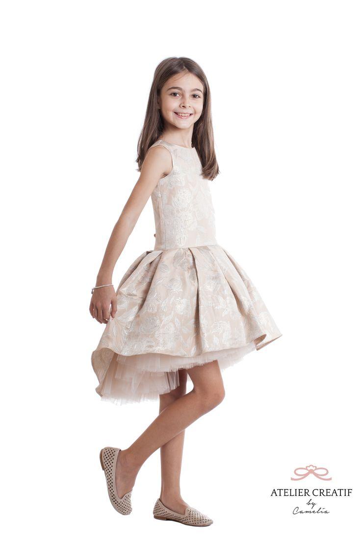 Midnight Ball Pink Este o rochie foarte eleganta, de gala sau pentru orice eveniment important. Poate fi un cadou minunat pentru garderoba unei printese.