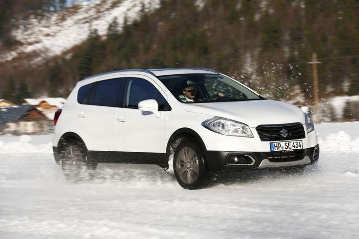Wintertraining with the Suzuki SX4 S-Cross: http://www.neuwagen.de/fahrberichte/3731-suzuki-sx4-s-cross-allgrip-spass-auf-schnee-und-eis.html