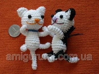 Absolutely adorable and free pattern. Teeny tiny kittens rolling around on the floor. Know anyone that could give them lots of love? Well, I do! Me! �\_(?)_/�.