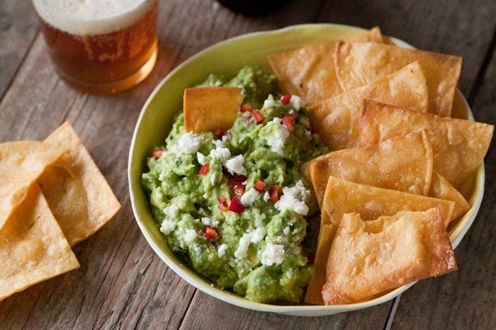 guacamole nachos Petiscos para tomar com cerveja que você pode fazer em casa