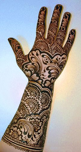 Mahndi Design For Bridals. Granted these are permanent but look at how awesome that looks!