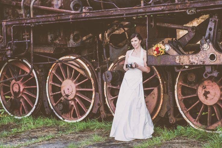 trainstasion,wedding photography ,weddingsesion, wedding portrait ,paparazzi studio , mieczysław szmańda , oryginala photo