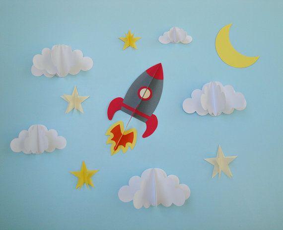 3... 2... 1... Blast off!!    Cela cet adorable sticker 3D est idéal pour ajouter de la texture et dimension au mur et est la touche parfaite dans