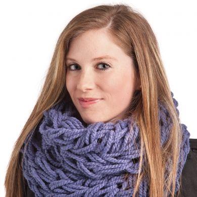 Tricoter un foulard avec les mains - Trucs et conseils - Mode - Mode et beauté - Pratico Pratique