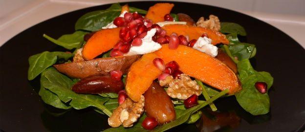 Salade met zoete aardappel, spinazie, walnoten en granaatappelpitten ♥ Foodness - good food, top products, great health
