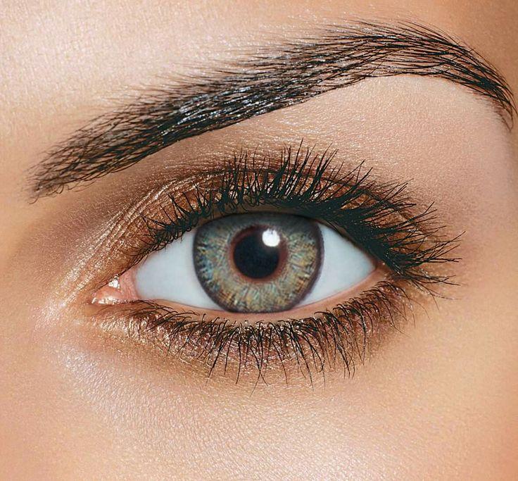 Cele mai multe lentile de contact colorate sunt proiectate pentru a imita aspectul natural al irisului.   Datorită faptului că această zonă este formată din forme și linii colorate, unele lentile de contact colorate au o serie de puncte mici colorate și de linii și forme colorate dispuse radial pentru a ajuta lentilele să arate cât mai natural pe ochi.